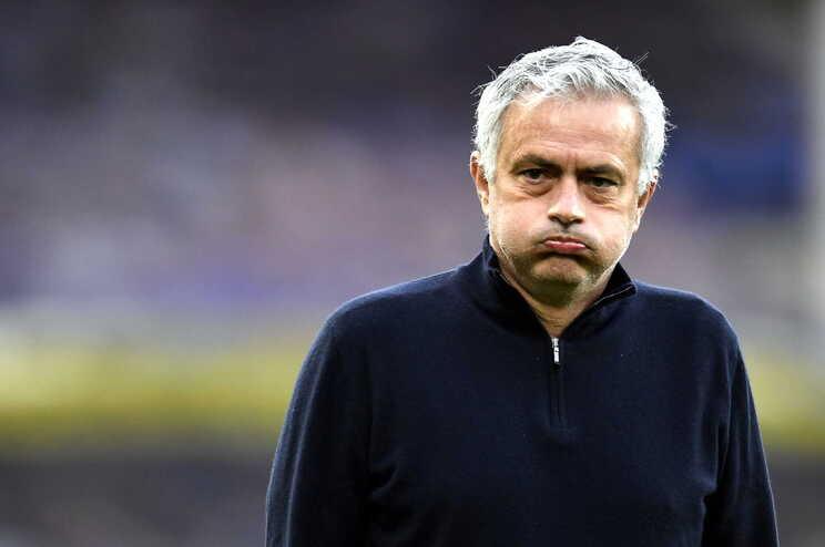 Totenham dispensa José Mourinho