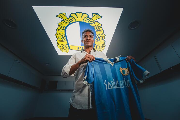 Bruno Alves assinou pelo Famalicão