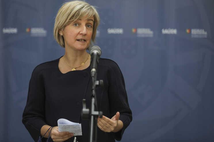 Ministra da Saúde falou aos jornalistas depois da reunião no Infarmed