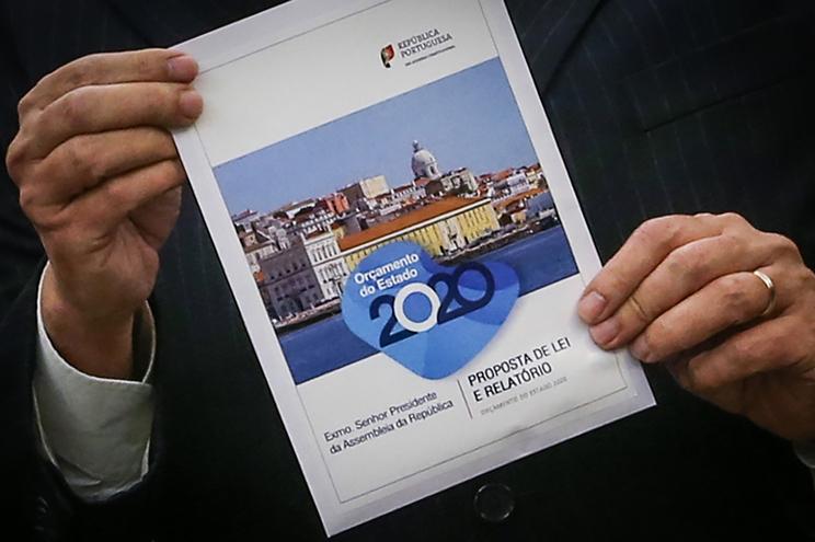 O Ministro das Finanças, Mário Centeno, entrega a proposta de lei do Orçamento do Estado para 2020