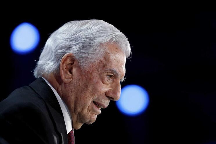 O escritor Mario Vargas Llosa