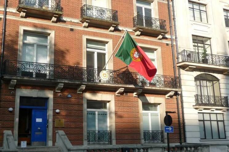 Embora em funcionamento, a Embaixada de Portugal também está com funções limitadas