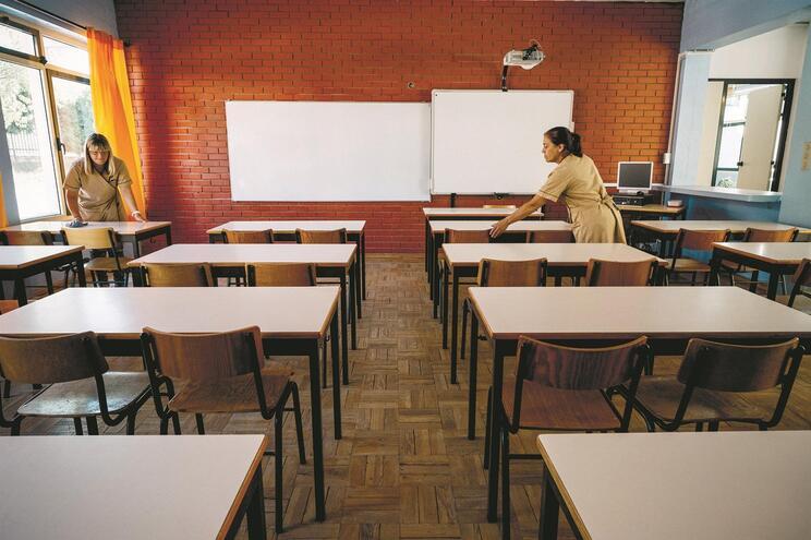 Proposta de portaria do Governo atribui mais assistentes operacionais às escolas públicas do 1.º ciclo