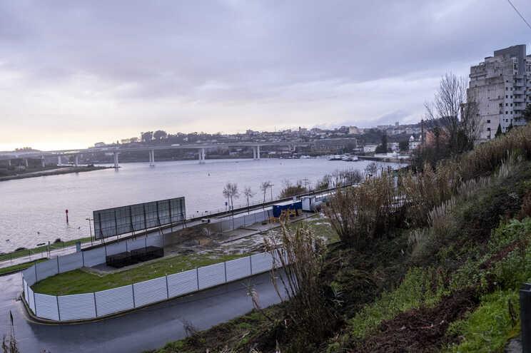 Hotel está a ser construído a menos de 50 metros do rio Douro