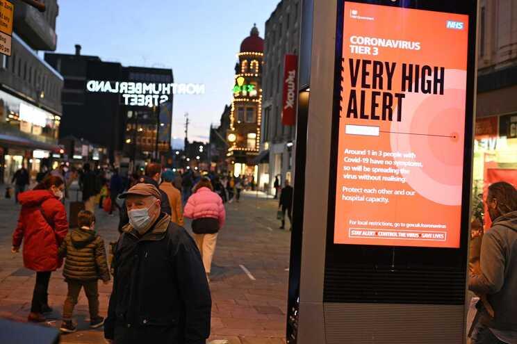 Muitos britânicos foram apanhados com medidas restritivas para época festiva