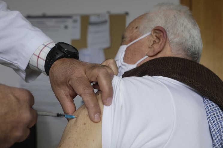 Medida visa dar continuidade a ritmo de vacinação