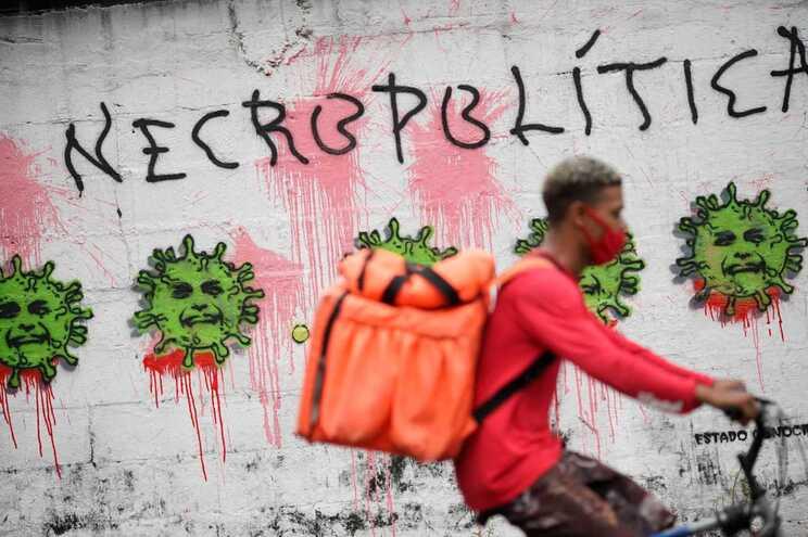 O Brasil registou um novo recorde de 4249 mortes devido à covid-19 nas últimas 24 horas
