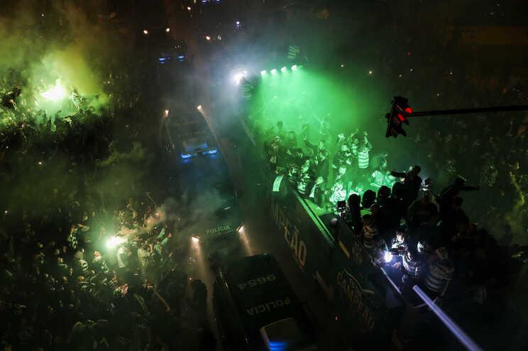 Festejo do Sporting não cumpriu as regras de distanciamento social