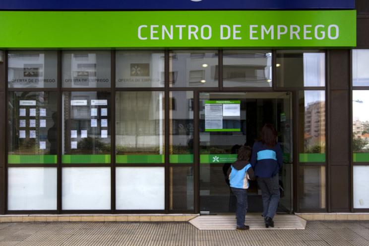 Desemprego jovem subiu quatro vezes acima da  média do país