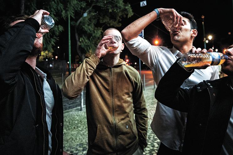 Consumo arriscado de álcool caracteriza muitos jovens