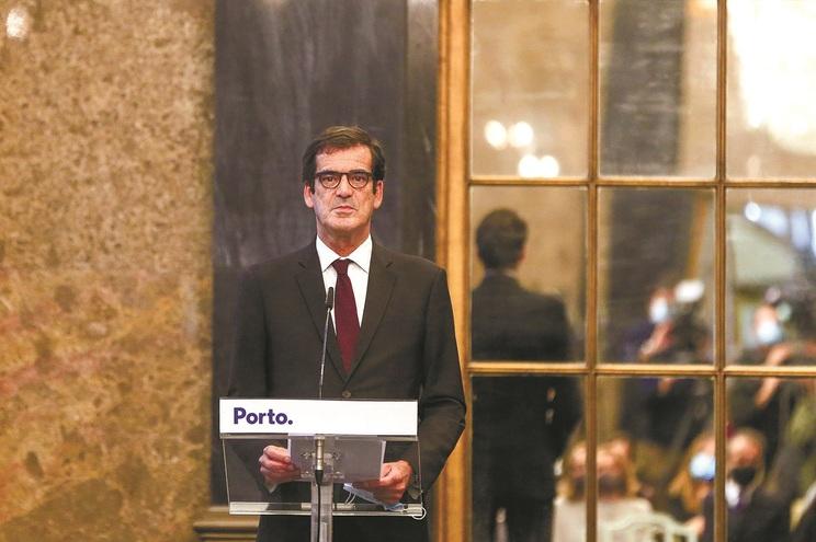"""Presidente da Câmara do Porto confirma que há autarcas independentes a serem """"aliciados"""" por partidos"""