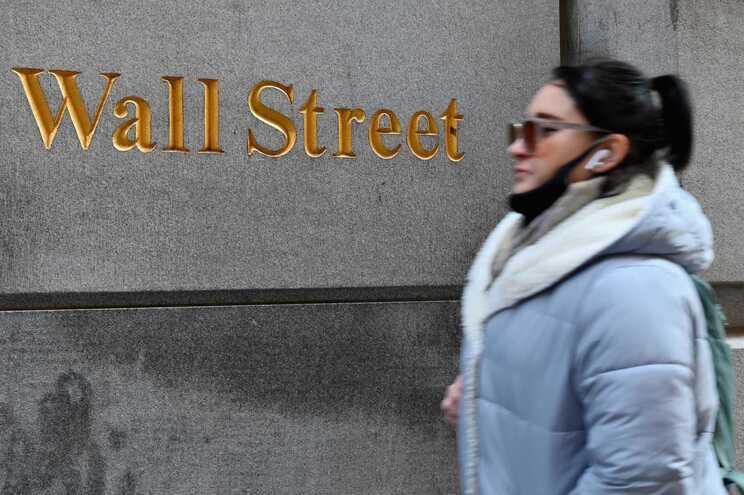 Revolta dos pequenos investidores sobe preço da prata em 10%