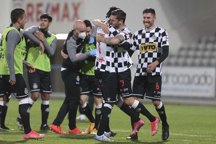 Jogadores do Boavista festejam a manutenção na  Primeira Liga de Futebol