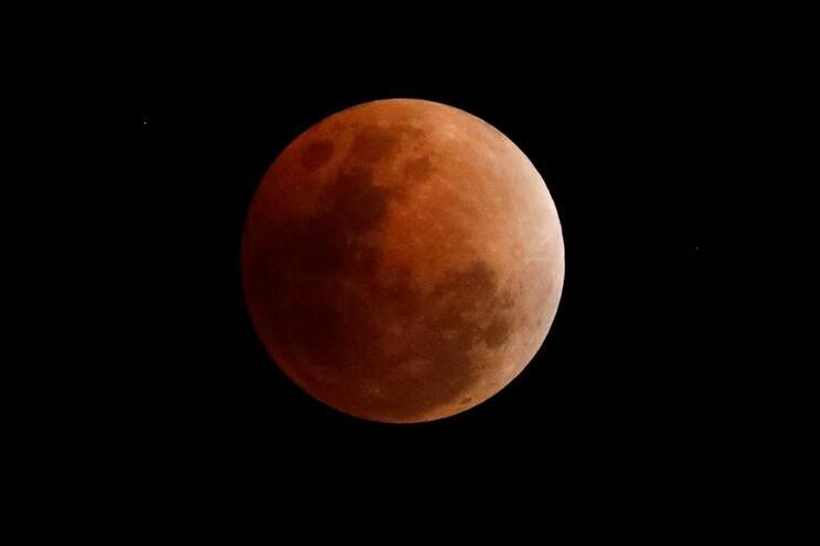 Eclipse total da Lua mais longo do século é hoje