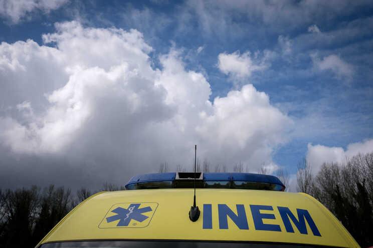 Uma ambulância do INEM é propriedade dos Bombeiros Voluntários de Beja (BVB)