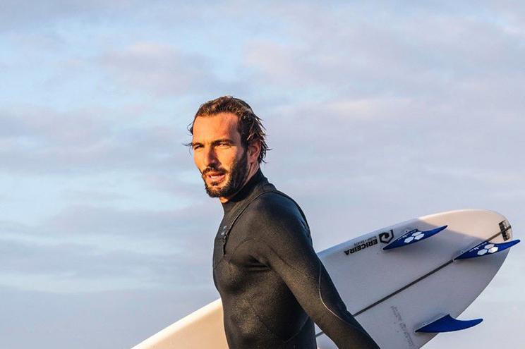 Surfista Frederico Morais nas meias-finais do North Narrabeen Classic