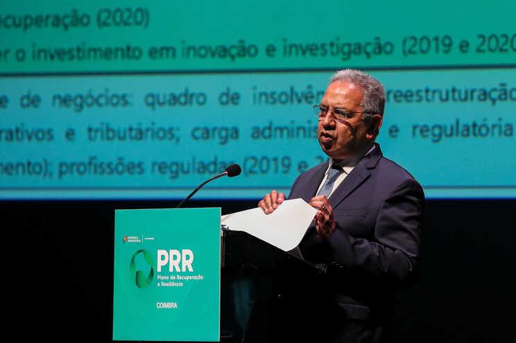 Nelson de Souza, ministro do Planeamento, foi quem fez a entrega oficial do PRR