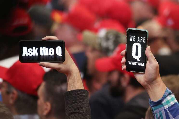 Seguidores da QAnon são em grande parte apoiantes de Donald Trump