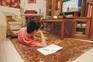 Mais de 23 mil pais responderam: 21% dos alunos aprenderam pela telescola, 11% pelos manuais em papel
