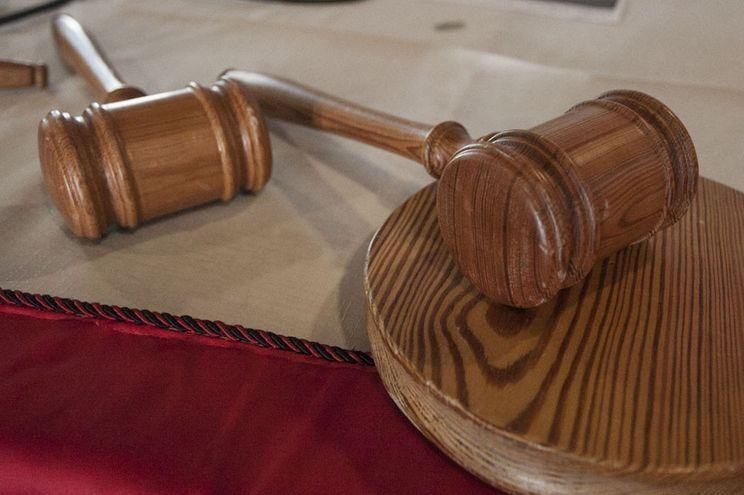Homem condenado a ano e meio de prisão por roubar seis euros