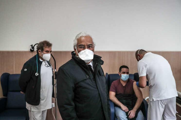 António Costa já foi vacinado contra a covid-19 por ser primeiro-ministro