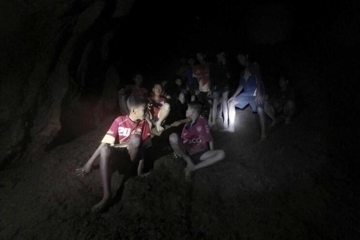 Chuva pode dificultar resgate de grupo preso em caverna na Tailândia