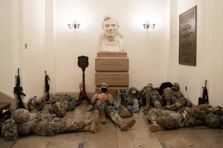 Militares armados autorizados a proteger o Capitólio até ao dia da tomada de posse de Joe Biden