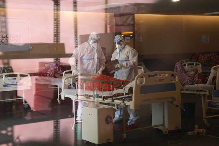 Hospitais lidam com a falta de camas, medicamento e oxigénio