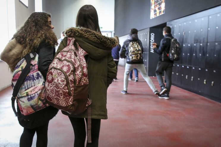 Desigualdades também são visíveis no desempenho dos alunos migrantes
