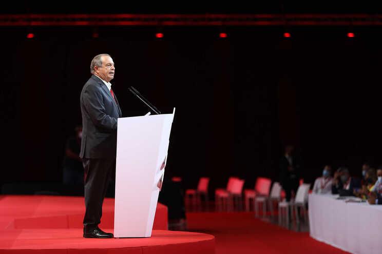 Carlos César reeleito presidente do PS com mais de 90% dos votos