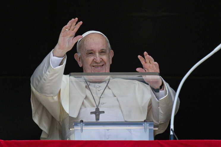 Papa pede a países que acolham afegãos que procuram refúgio