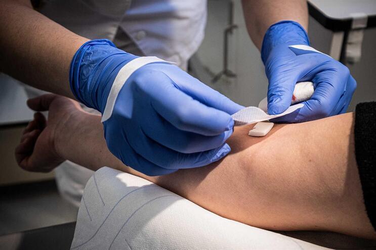 Há quebra nas reservas de sangue de grupos negativos