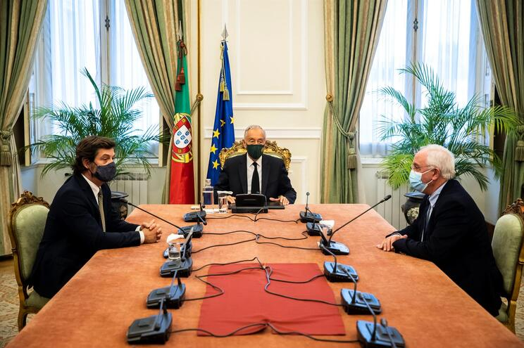 Marcelo Rebelo de Sousa conversa com os vice-presidentes do PSD, Salvador Malheiro e David Justino