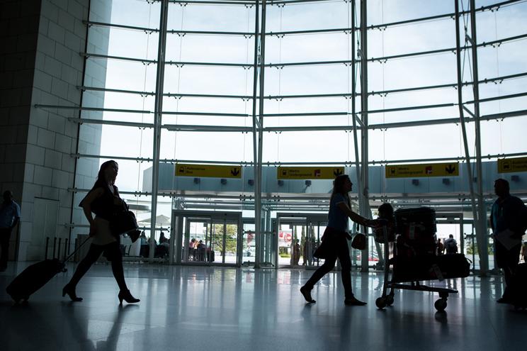 Ativistas climáticos querem a proibição de novos aeroportos