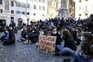 Alunos protestam contra o ensino à distância, em Itália