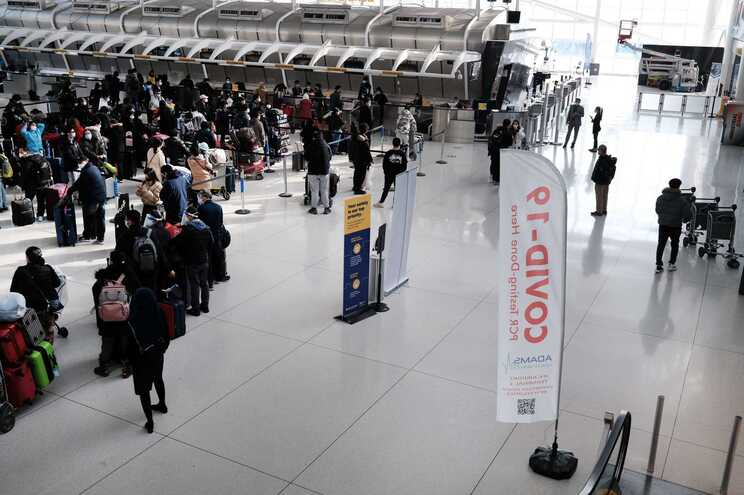 EUA repõe restrições às viagens a partir de espaço Schengen