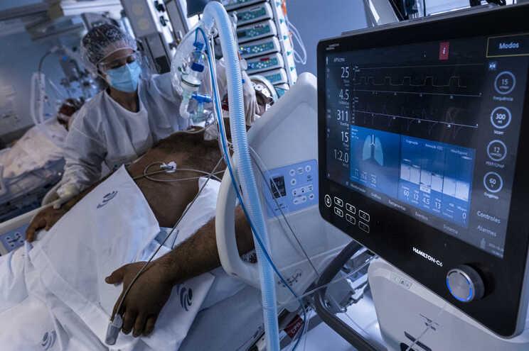 Os hospitais públicos dispõem de 1015 camas de cuidados intensivos, mais 134% do que no início da pandemia