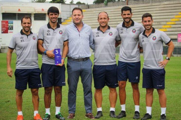 Equipa técnica do Felgueiras com Cândido Costa, embaixador da Liga 3