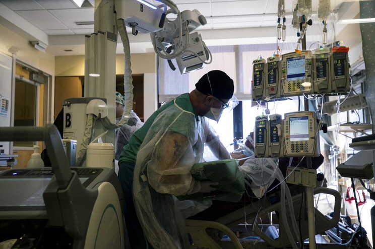 EUA registam um total de 485.305 óbitos de covid-19 desde o início da pandemia