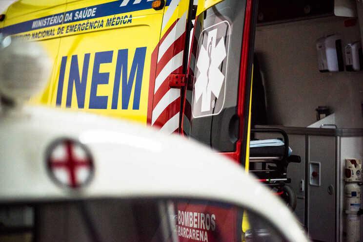 Homem foi transferido de urgência para o Hospital S. Sebastião, na Feira, onde se encontra internado