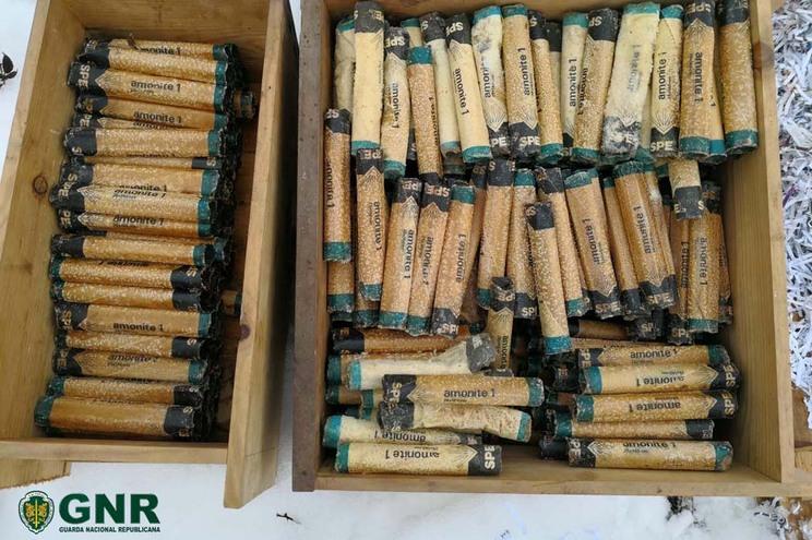 Material explosivo encontrado pela GNR