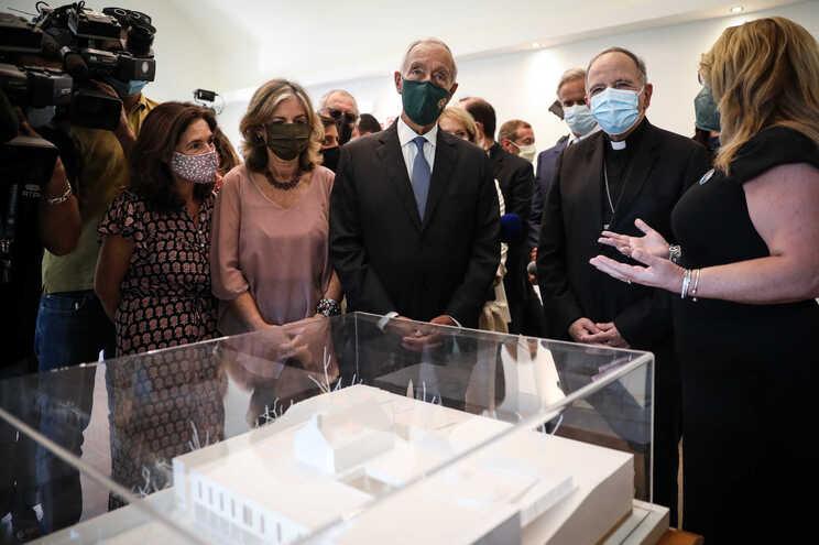 O presidente da República e o cardeal-Patriarca de Lisboa na inauguração da nova casa da Ajuda de Berço