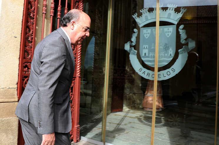 Miguel Costa Gomes à entrada da Câmara Municipal de Barcelos