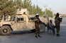 Patrulha talibã em redor do aeroporto de Cabul
