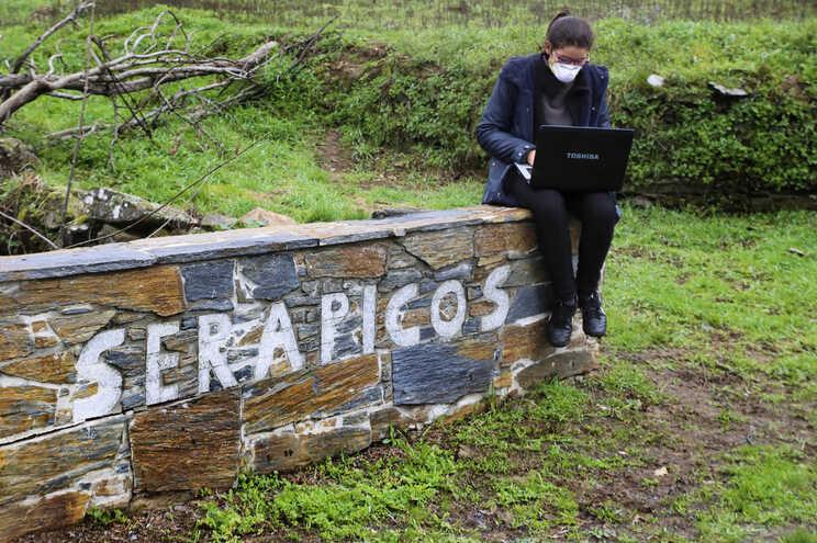 Pouca rede na aldeia de Serapicos dificulta o ensino à distância