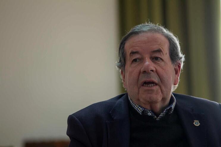 Valdemar Alves é acusado de vários crimes no processo de reconstrução das casas