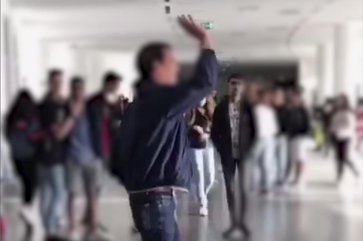 Homem aproveita falta de assistentes operacionais para deambular dentro de escola