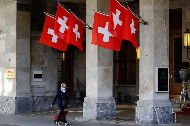 Quem viaja de Portugal deixa de ter de cumprir uma quarentena de 10 dias à chegada à Suíça