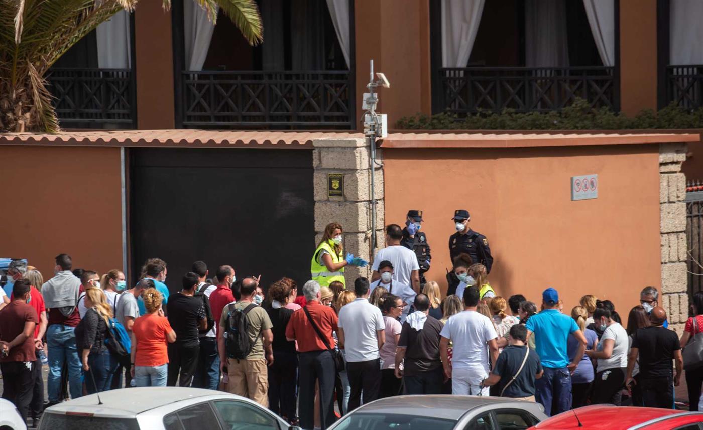 Mil hóspedes estão isolados no hotel em Tenerife