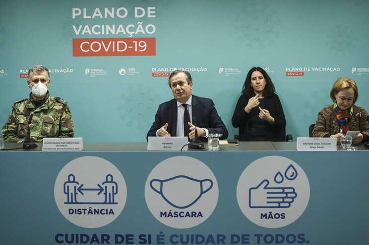 O coordenador da task-force para a vacinação contra a covid-19, Henrique Gouveia e Melo, o presidente